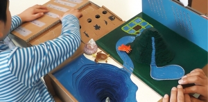 視覚障がい児の知的好奇心を育み空間の理解を促す「空・山・川・海に触るおもちゃ」の提案