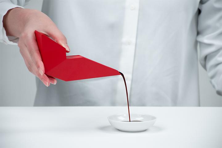 醤油差しのリデザイン -和食の所作を用いた美しい醤油差し-
